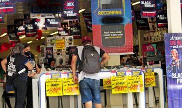 Procon na palma da mão garante direitos do consumidor durante a Black Friday