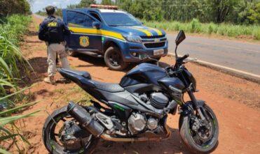 Em Água Clara, PRF recupera dois veículos com registro de roubo e furto