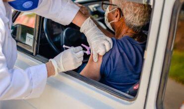 Drive Thru no Conviver para vacinação de idosos segue neste domingo (28)