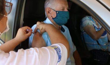 Idosos foram vacinados no sistema Drive Thru em Chapadão do Sul