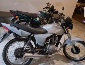 """Motociclistas são presos disputando """"racha"""" em Três Lagoas. Maconha foi apreendida com um dos envolvidos"""